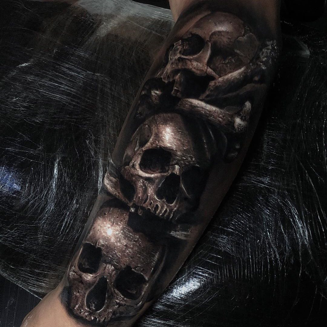 Black & Grey Tattoo of 3 Skulls by Tobias Agustini
