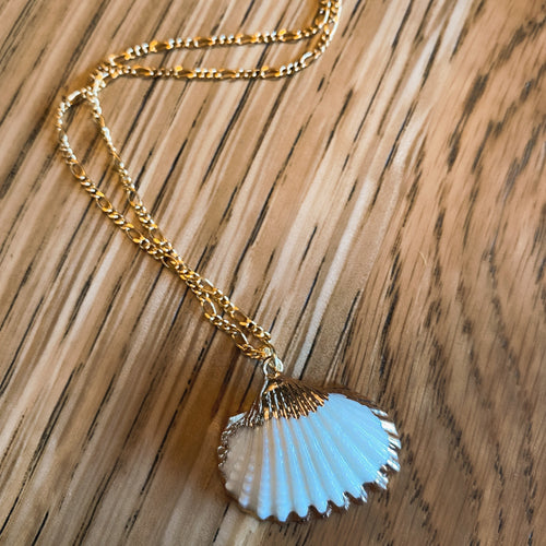 Ocean Desires Shell Pendant Necklace - By Ferne