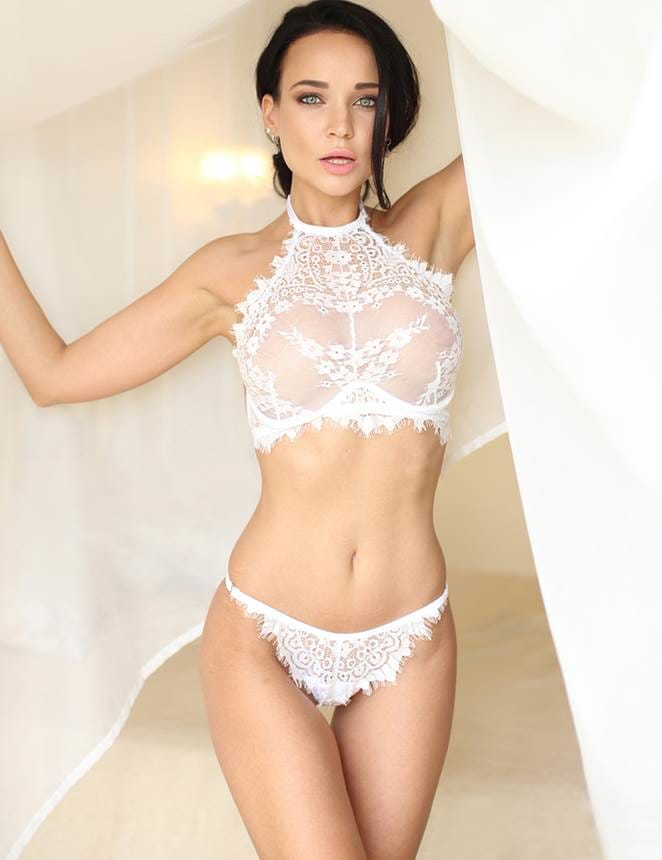 Floral White Eyelash Lace Lingerie Bra Set With Underwire