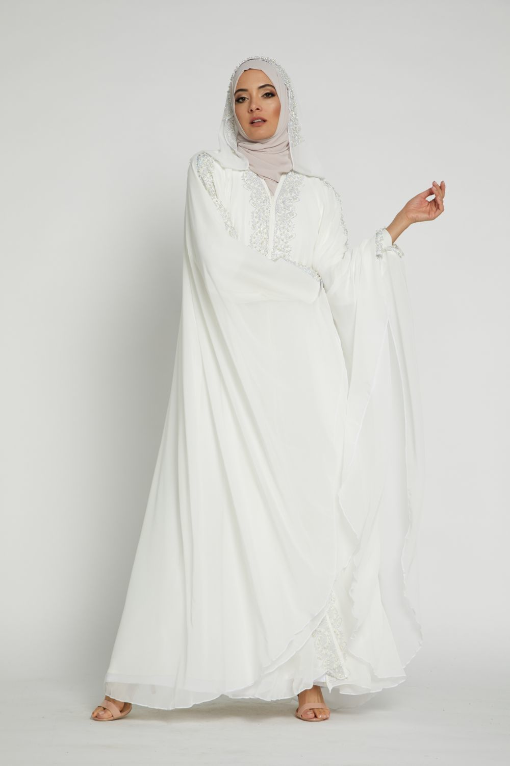 How to: Wear White Abayas