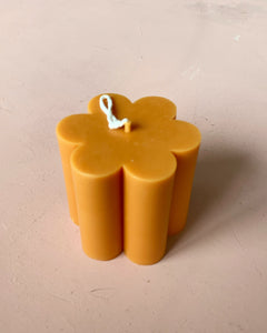 Daisy Candle in 'Yellow' by EVIEMINE