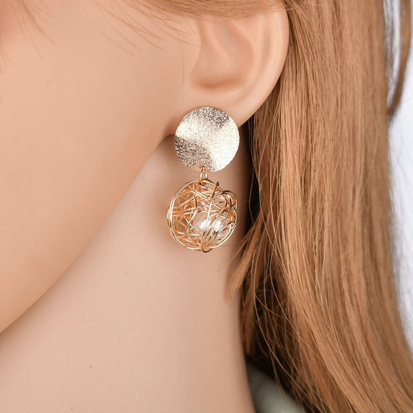 Stunningl Geometric Dangle Earrings in Gold. TRE 1010