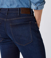Load image into Gallery viewer, WRANGLER ARIZONA CLASSIC STRAIGHT DENIM JEANS
