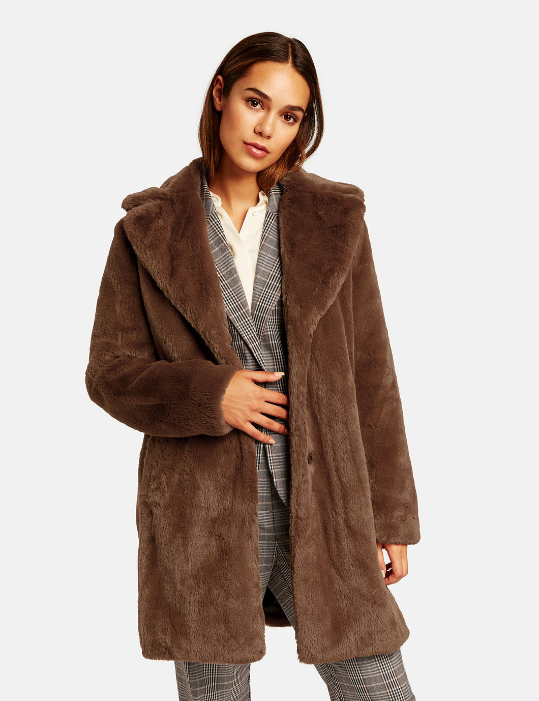 SHORT COAT MADE OF SOFT FAUX FUR