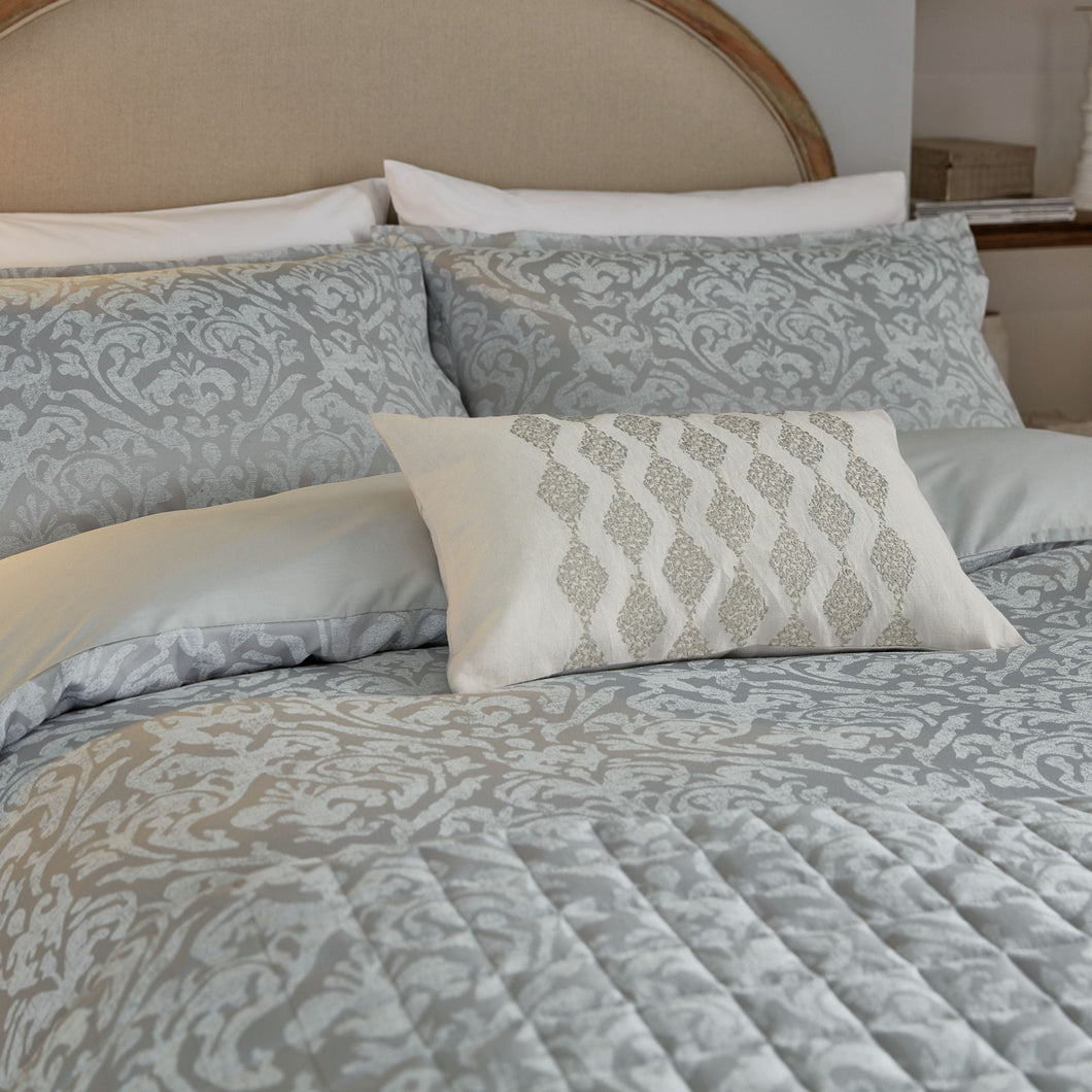 SANDERSON <BR> Sibyl Jacquared Double Duvet Cover <BR> Silver <BR>