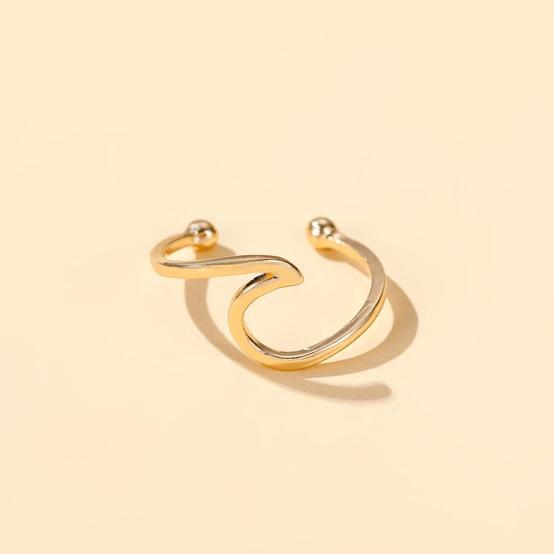 AUVA Gold Wave Ear Cuff