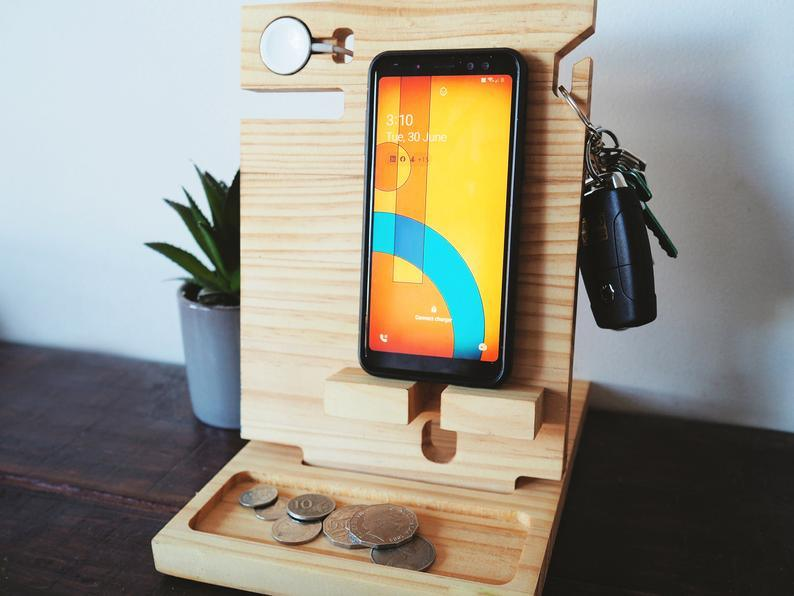 Simple Phone Docking Station for Apple Watch (Pine)