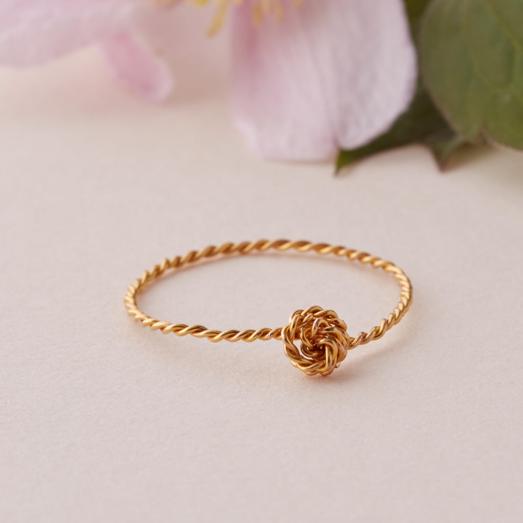Thin Twisted Knot Ring
