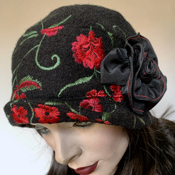 Fanfreluche Cloche Luxury Wool Embroidered Red Roses