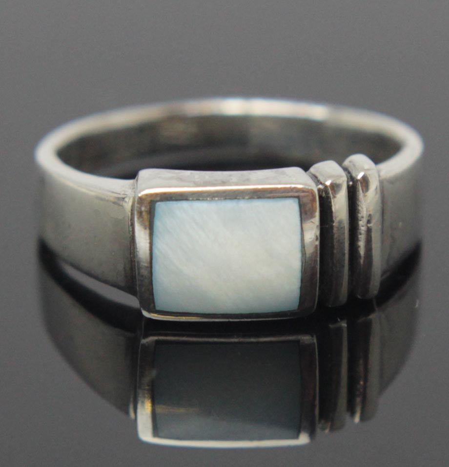 Sterling Silver Mother of Pearl Ring Size 8.5