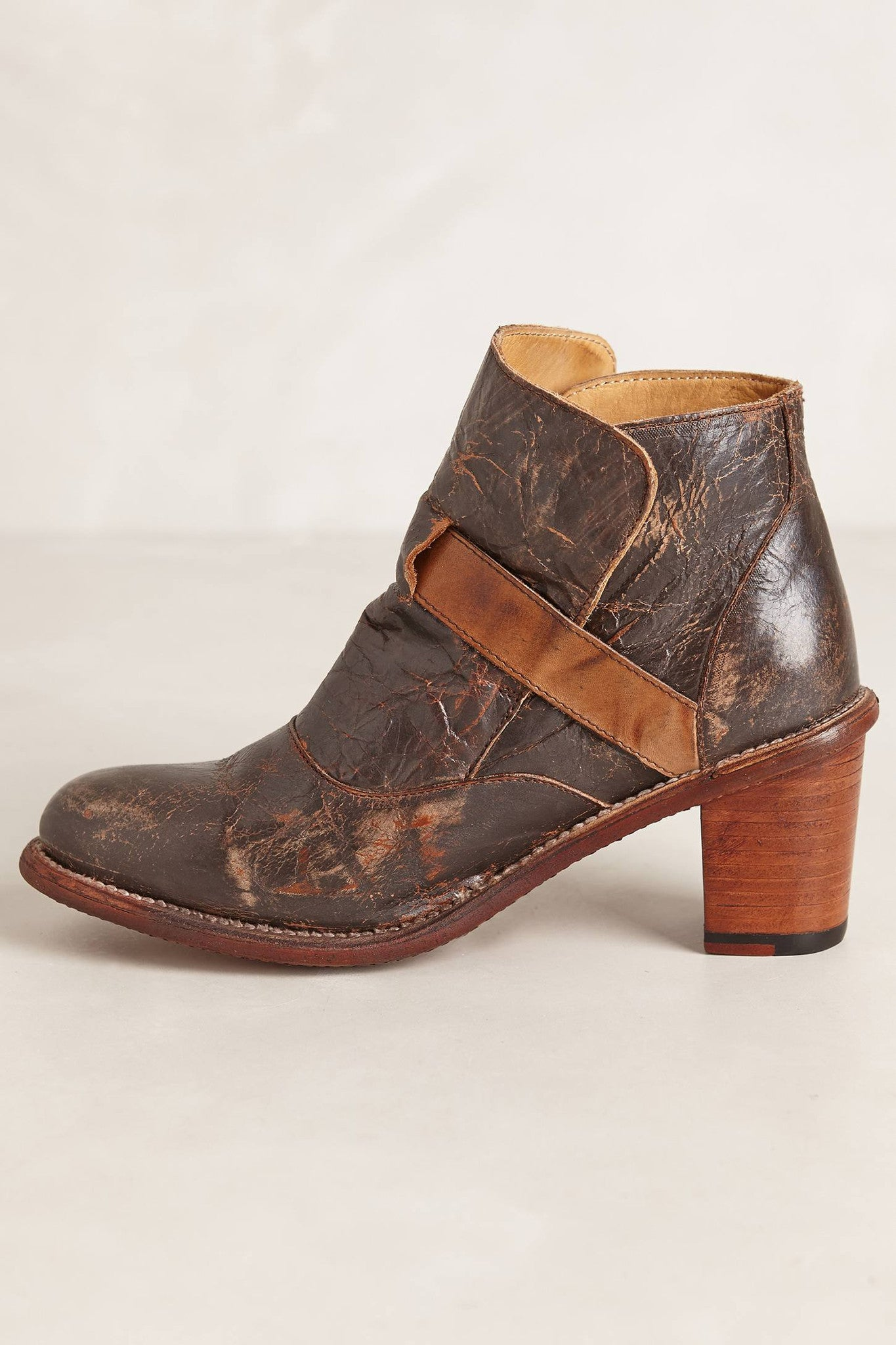 Standoff Belted Boots