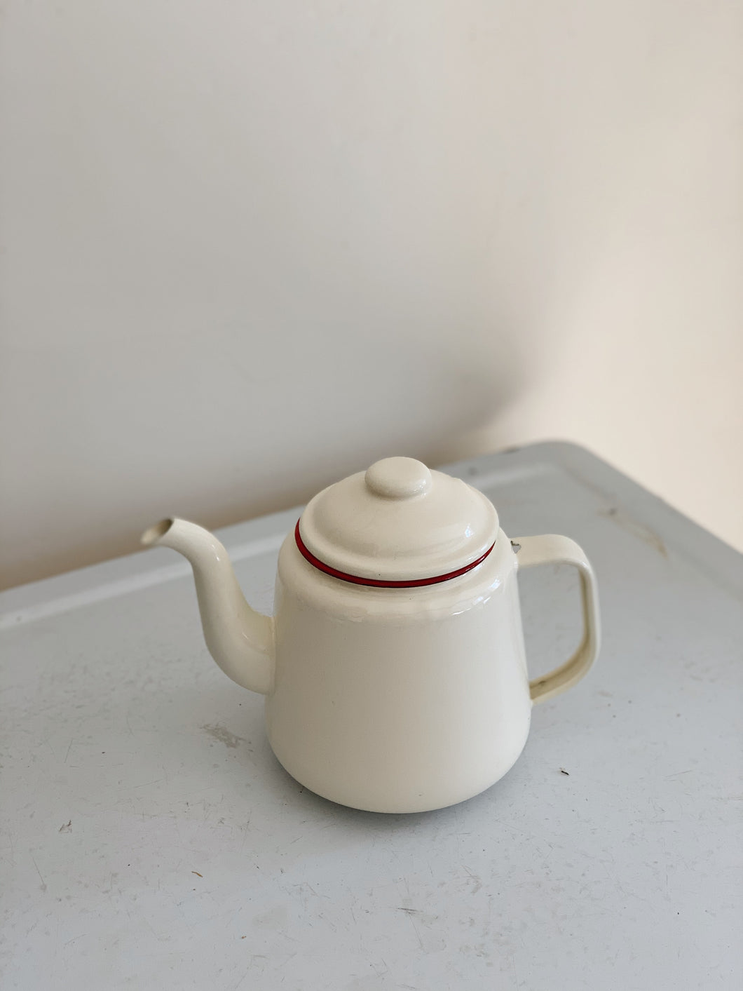 ENAMEL TEAPOT CREAM AND RED