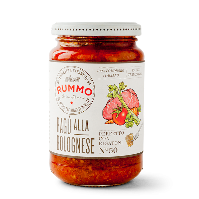 The taste of home and comfort, this Ragù alla Bolognese adheres to Emilian tradition with a balanced mix of rich tomato, ground meat, and a touch of milk. Hearty and delicious.