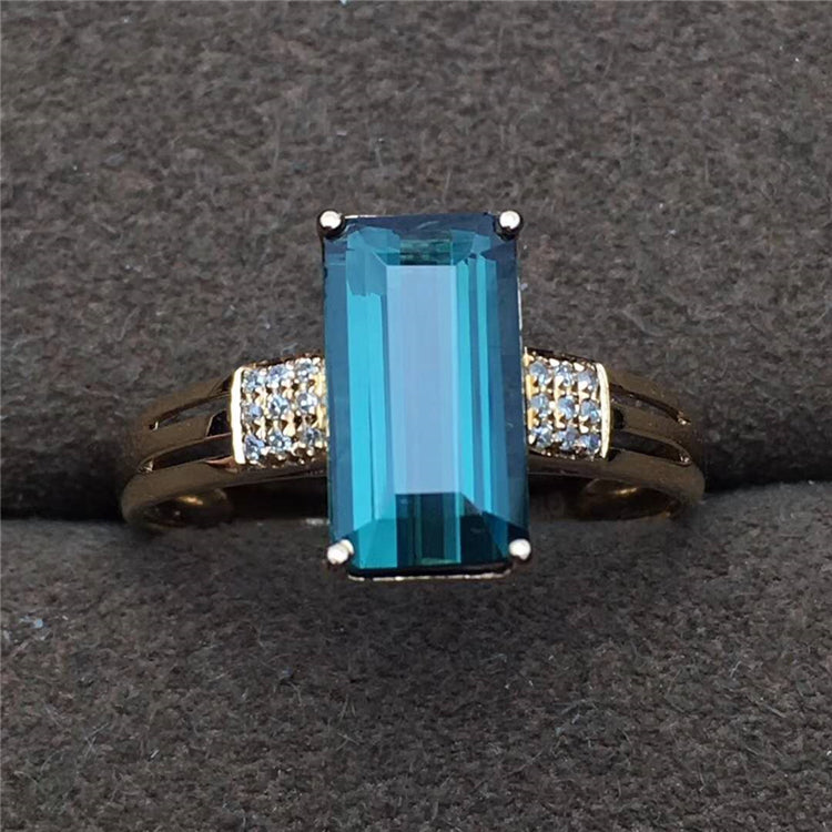 18k gold Classic Style Blue 1.9ct Tourmaline Ring