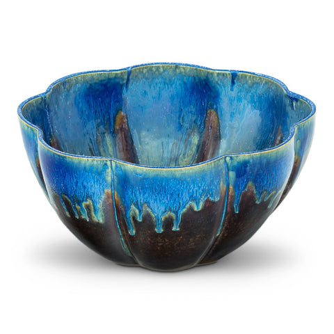 Large sculpted serving bowl/centerpiece