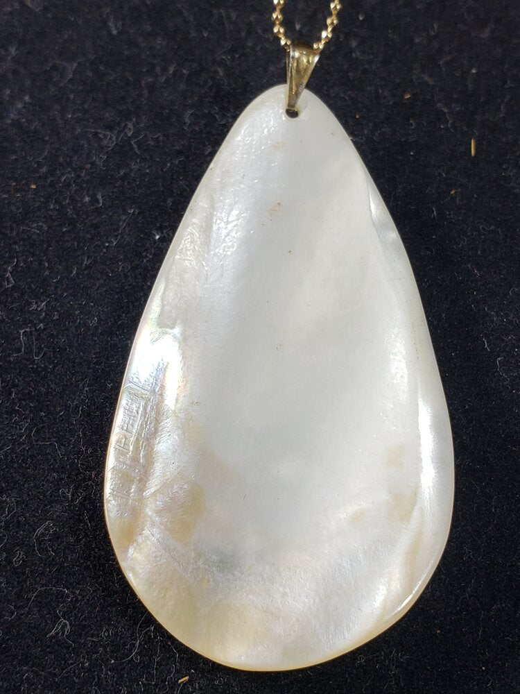 Natural Shell ( Mother of Pearl )