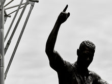 Load image into Gallery viewer, Alan Shearer Statue, St James Park