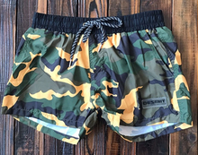 Load image into Gallery viewer, Camouflaged men's trunks