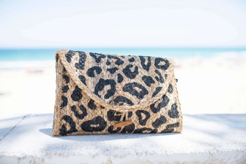 Clutch animal print esparto bag