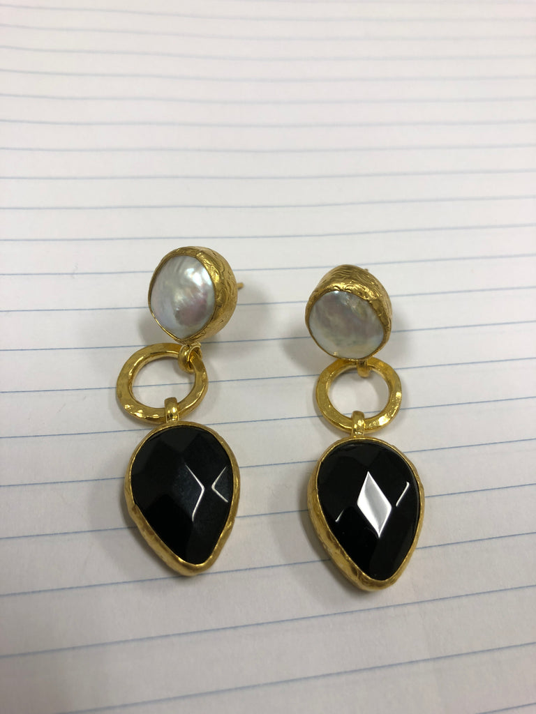 LUUMAHN gold plated pearl/black earrings