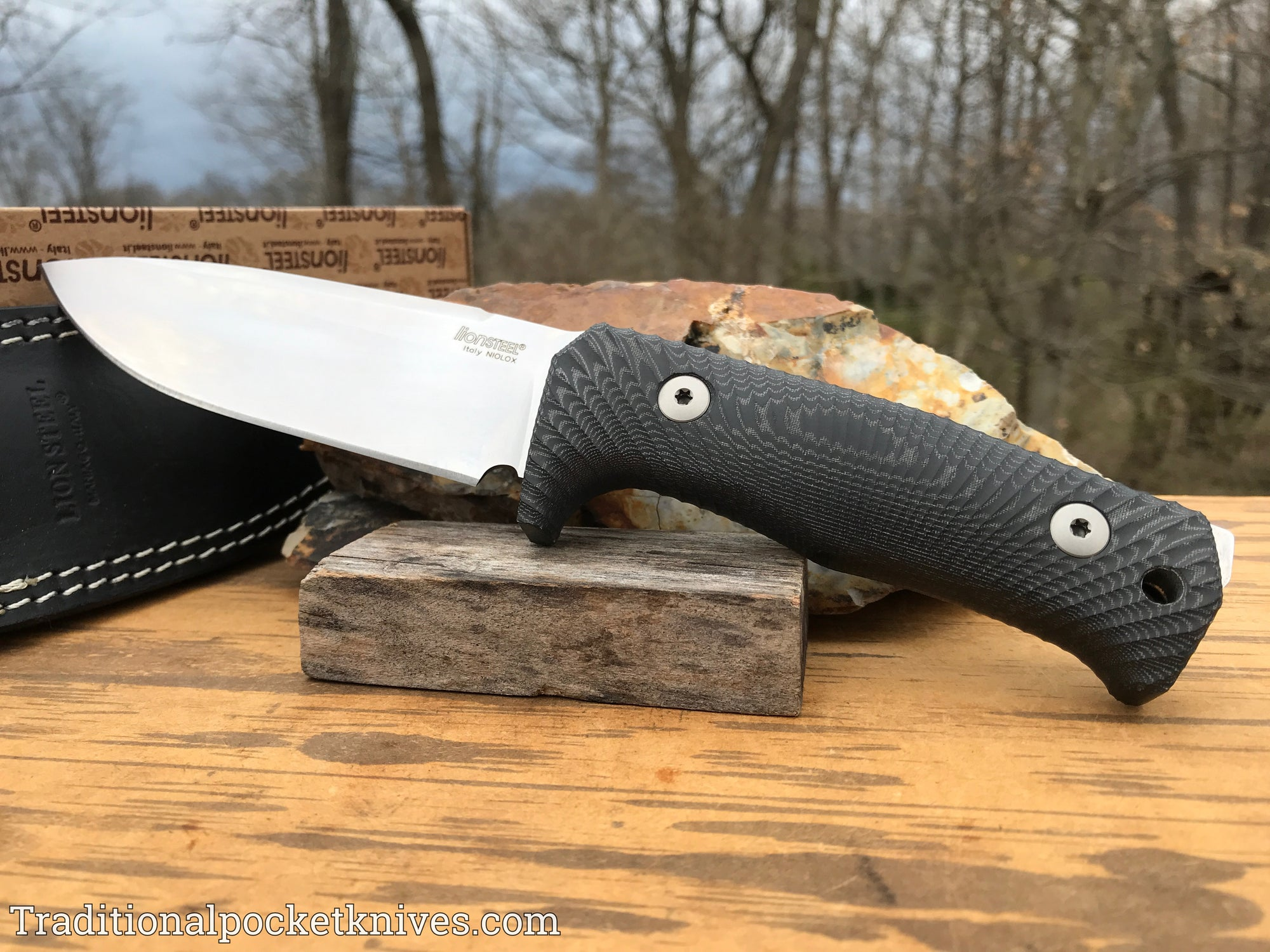 LionSteel T5 Fixed Blade Black Micarta (T5MI)
