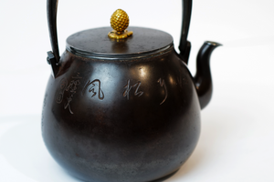 Ryubundo Silver Kettle Pot with Pattern of Pine Trees【龙文堂·金松摘铜包银】