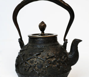 Iron Kettle Pot with Bird and Flower Relievo【高浮雕小铁壶】