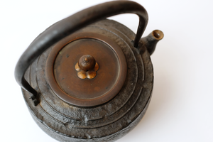 Iron Tea Kettle with Patterns of Treasures 【宝物纹铁壶】