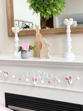 Load image into Gallery viewer, Bunny Garland - Pink/White