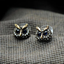 Load image into Gallery viewer, Sapphire Blue Crystal Vintage Stud Earrings