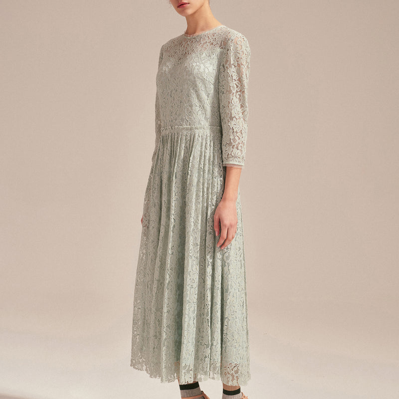 Slim cut gathered waist lace dress