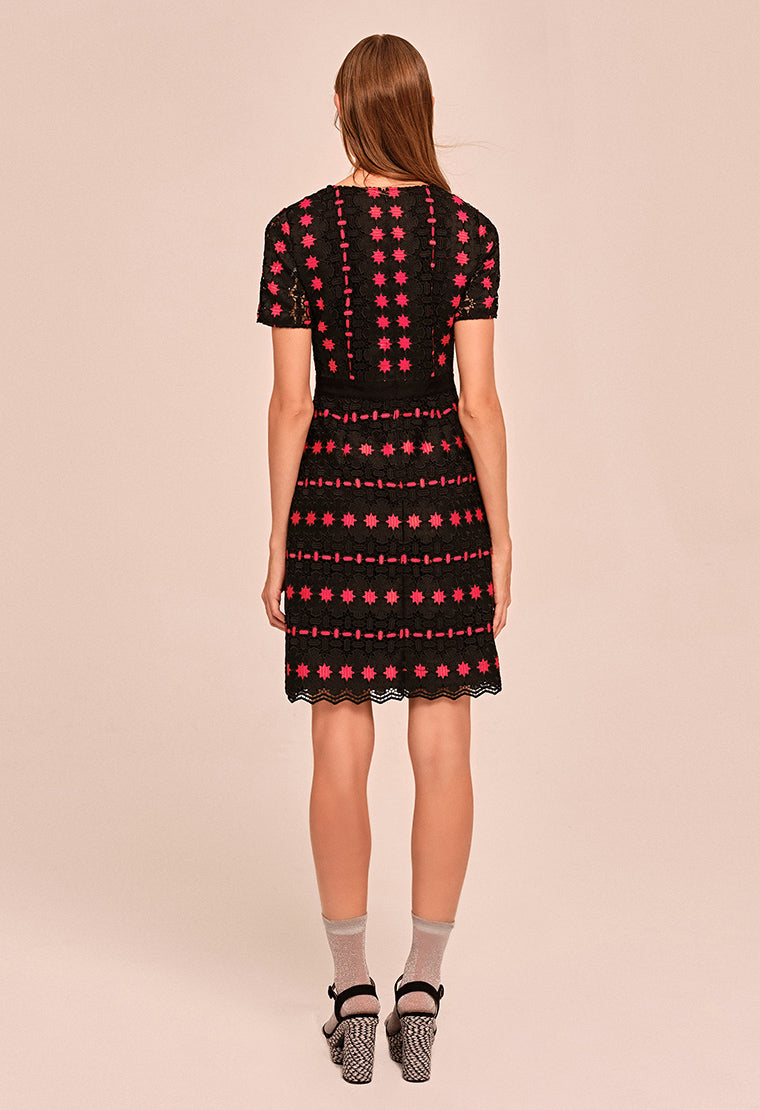 Totem lace round neck short sleeve dress