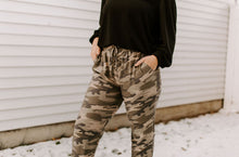 Load image into Gallery viewer, Dakota Camo Jogger Pants