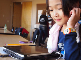 [image: young girl blogging]