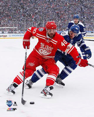 2014 Winter Classic Unsigned 8X10 Photo - Henrik Zetterberg