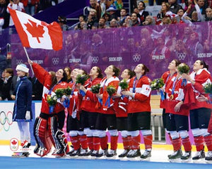2014 Team Canada - Women's Team Unsigned 8X10 Photo (w/flag)