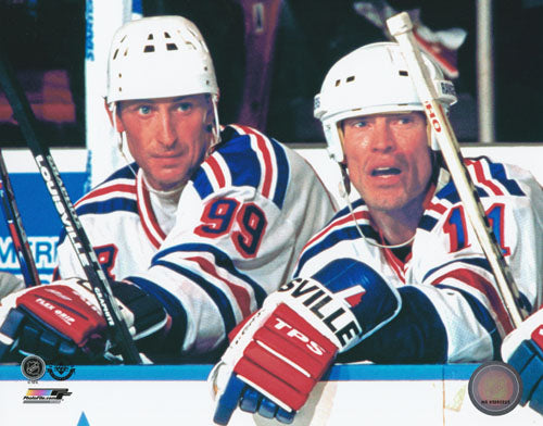 Wayne Gretzky Unsigned 8X10 Photo (Bench w/Messier)