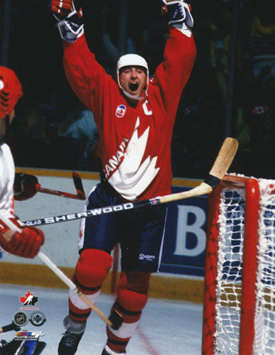 Wayne Gretzky Unsigned 8X10 Photo (1987 Canada Cup)