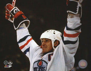 Wayne Gretzky Unsigned 8X10 Photo (Edm Celebration)