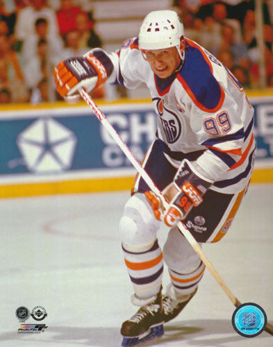 Wayne Gretzky Unsigned 8X10 Photo (Edm White)