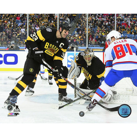 2016 Winter Classic Unsigned 8X10 Photo - Zdeno Chara