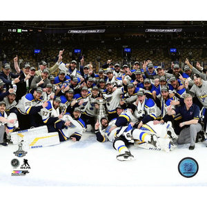2019 Stanley Cup - Team Photo w/Cup