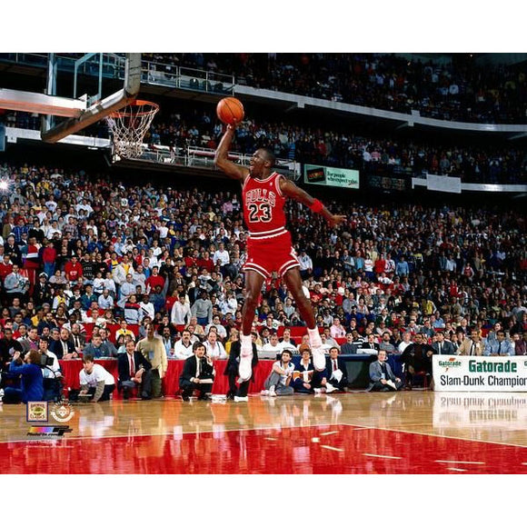 Michael Jordan Unsigned Chicago Bulls 8X10 (1988 Slam Dunk Contest)