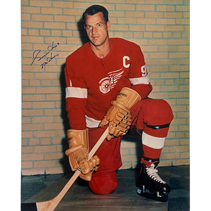 Gordie Howe Autographed 16X20 Photo (Brick Wall)