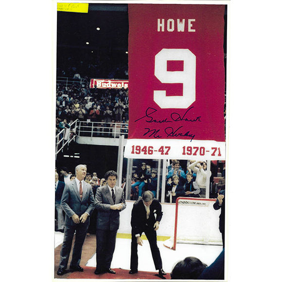 Gordie Howe Autographed 6.5X11 Photo (Retirement Banner)