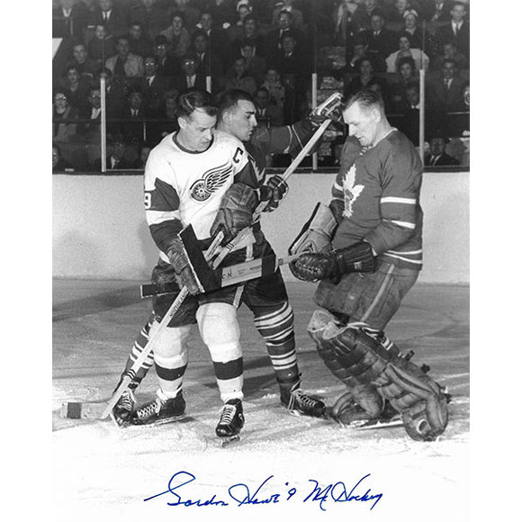 Gordie Howe Autographed 8X10 Photo (In-Tight on Bower)