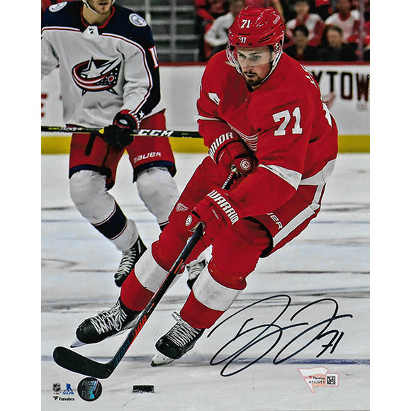 Dylan Larkin Autographed Detroit Red Wings 8X10 Photo