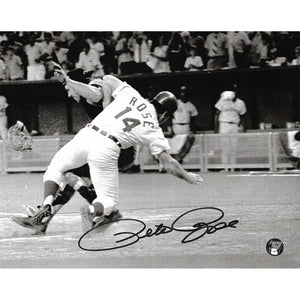 Pete Rose Autographed Cincinnati Reds 8X10 Photo (B+W)