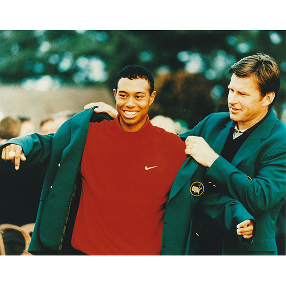 Tiger Woods Unsigned 8X10 Photo (Green Jacket)