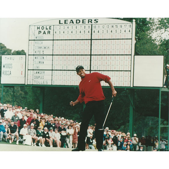 Tiger Woods Unsigned 8X10 Photo (Masters)